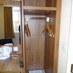 Open closet room 401