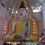 仏像と電飾