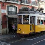 Знаменитый Лиссабонский желтый трамвай