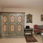 Резная мебель ручной работы в Баварском стиле