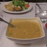 Momos aux légumes et soupe aux lentilles