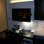 televisione e scrivania