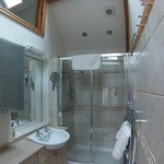 Worcester Double Suite, Shower Room