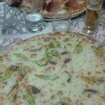 Pizza bufala e prosciutto crudo e pizza ai fiori di zucca !