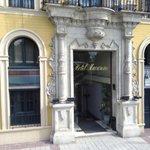 L'entrée principale de l'hôtel