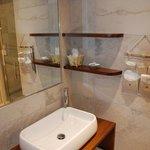 La Rocca: detail bathroom