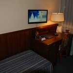 Hotel Tornese: room with desk and TV