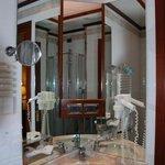 Hotel Tornese: detail bathroom