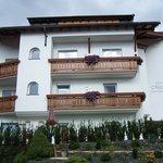 Garni Hotel Mezdì - visione laterale