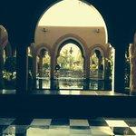 fontaine et jardins à l'entrée