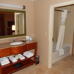 Room 801, Bathroom