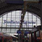 フランクフルト中央駅の構内 何でもそろってます。