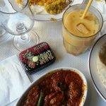 le Vindaloo, le lassy mangue et un riz sauté