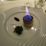 Foie gras de canard de Sarlat cuit au torchon brûlé au sucre muscavado, chutney de figue
