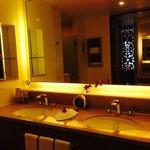 Ocean Wing bathroom