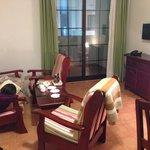 The cozy livingroom in apartment 932