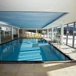 Een mooi zwembad! Binnen en buiten!