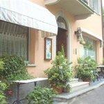 Hotel La Locanda - main entrance from Via Leopardi 19 (Stresa)