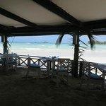 Restaurant, les pieds dans le sable