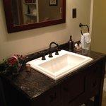 Zackon Suite bath accomodations