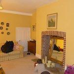 Coin salon / canapé-lit de la chambre famille