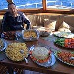 Teknede öğle yemeği