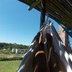 hamaca paraguaya en la terrazita con piso/pasto