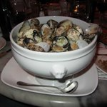 Large-Garlic Steamed Clams