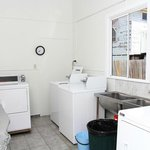 Laundry room (24 hrs)