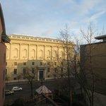Вид из окна отеля на Национальный музей искусств