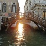 foto de veneza com o por do sol  maravilhoso