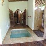 varanda do bangalô - porta para o banheiro