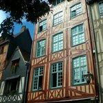 Aître St-Maclou: Rouen: Francia: facciata casa in rue Martainville