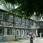 Aître St-Maclou: Rouen: Francia: scorcio struttura