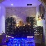 voici un vue d'ensemble de cette cave où les vins sont de grand choix