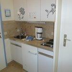 kitchenette située dans le vestibule donnant sur la chambre