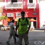 em frente ao hostel chill