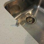 defekter Waschbeckenabfluss