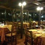 I am the only one here at 7pm in Jan 2014 - 晚七点,偌大个餐厅空空荡荡,我们是唯一食客