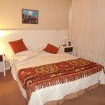 Dormitorio amplio cama y colchon muy comodos