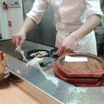le cuisinier en plain travail