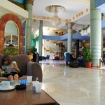 Холл отеля и рецепция