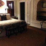 Rhett House Cottage room 11