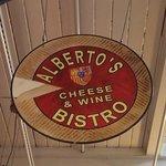 Foto de Alberto's Cheese & Wine Bistro