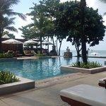 Layana, Pool, Blick in die Andamansee