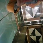 Лифт с зеркальным потолком