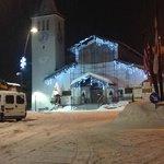 Церквушка в начале улицы. Напротив нее - супермаркет.
