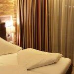 Junior-Suite, Ansicht Schlafbereich mit Brick-Wand