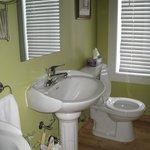 Cabinet toilette avec douche commune