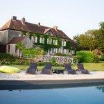 la piscine de grand maison à Meaucé
